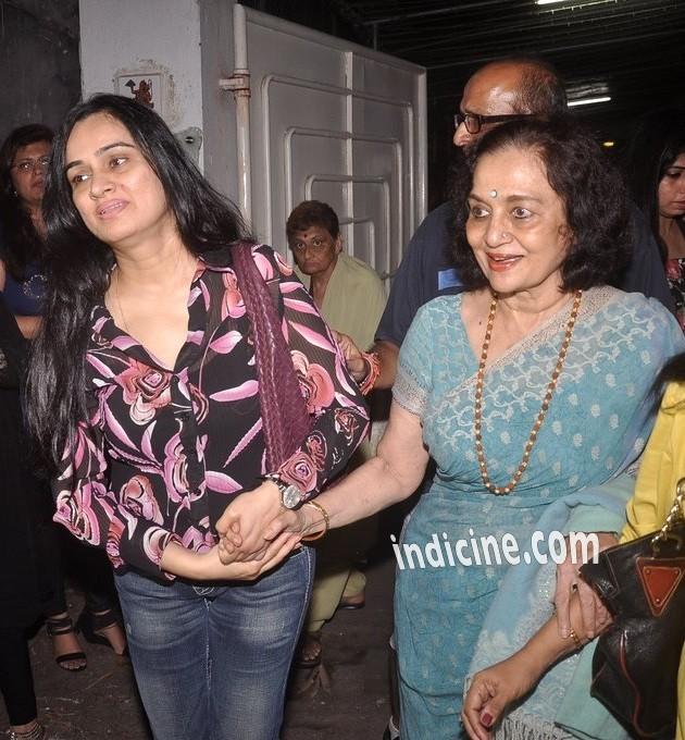 Padmini Kolhapure with Asha Parekh