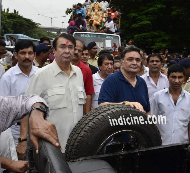 Randhir Kapoor, Rishi Kapoor at Ganpati visarjan