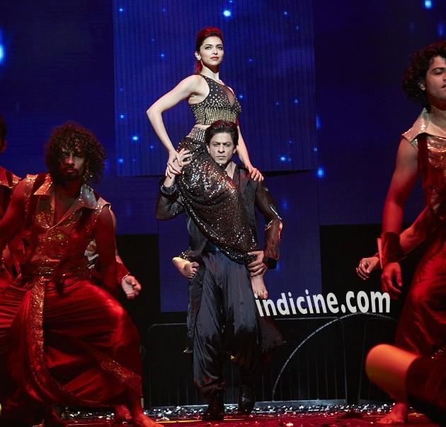 Shahrukh Khan, Deepika Padukone perform at Slam The Tour in Houston