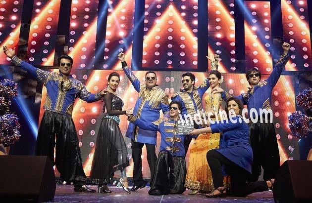 Sonu Sood, Malaika Arora Khan, Boman Irani, Abhishek Bachchan, Deepika Padukone, Vivaan Shah, Farah Khan and SRK