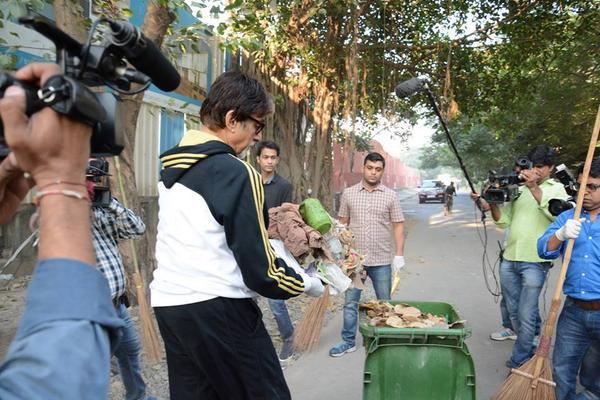 Amitabh Bachchan participates in Swachh Bharat Abhiyan