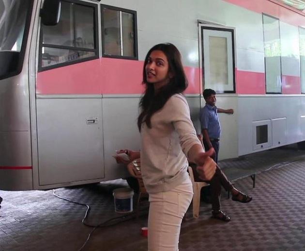 Deepika Padukone on the sets of Piku