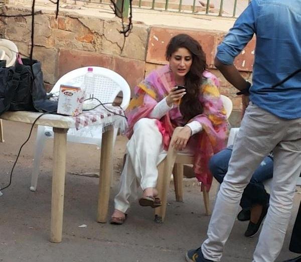 Salman kareena shooting for bajrangi bhaijaan photos kareena kapoor khan spotted on the set of bajrangi bhaijaan voltagebd Choice Image