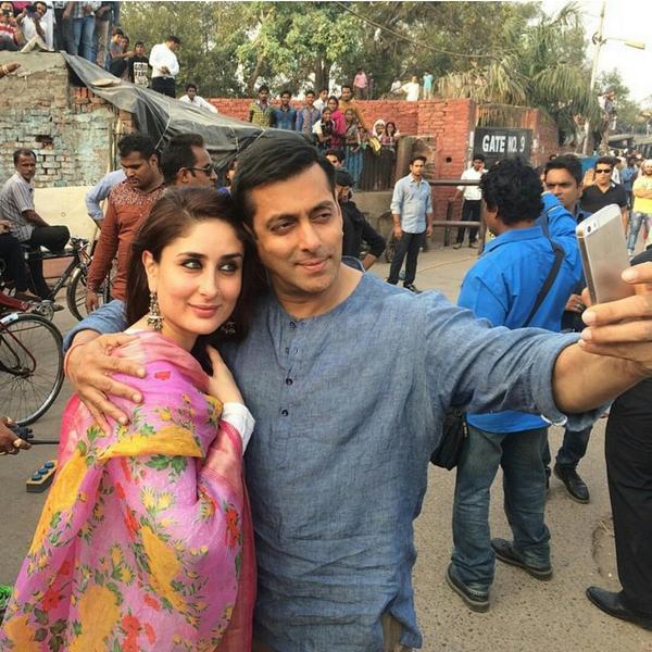 Salman Khan takes a selfie with Kareena Kapoor