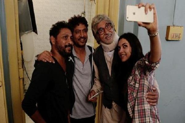 Shoojit Sircar, Irrfan Khan, Amitabh Bachchan and Deepika Padukone on the sets of Piku