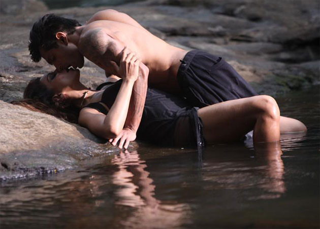 Bipasha Basu and Karan Singh Grover's hot chemistry in Alone