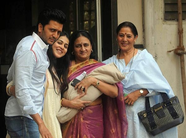 Ritesh Deshmukh, Genelia D'Souza posed with their son outside their home