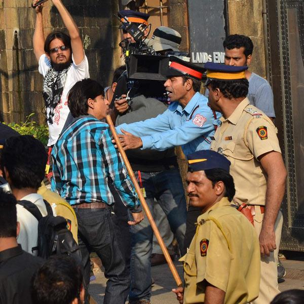 SRK spotted shooting for his forthcoming film Fan
