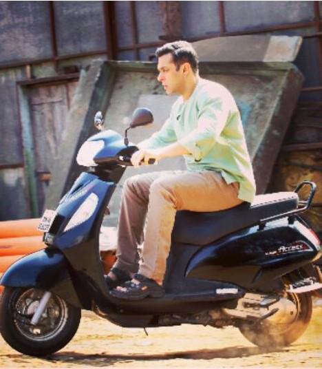 Salman Khan snapped riding a scooter for Bajrangi Bhaijaan