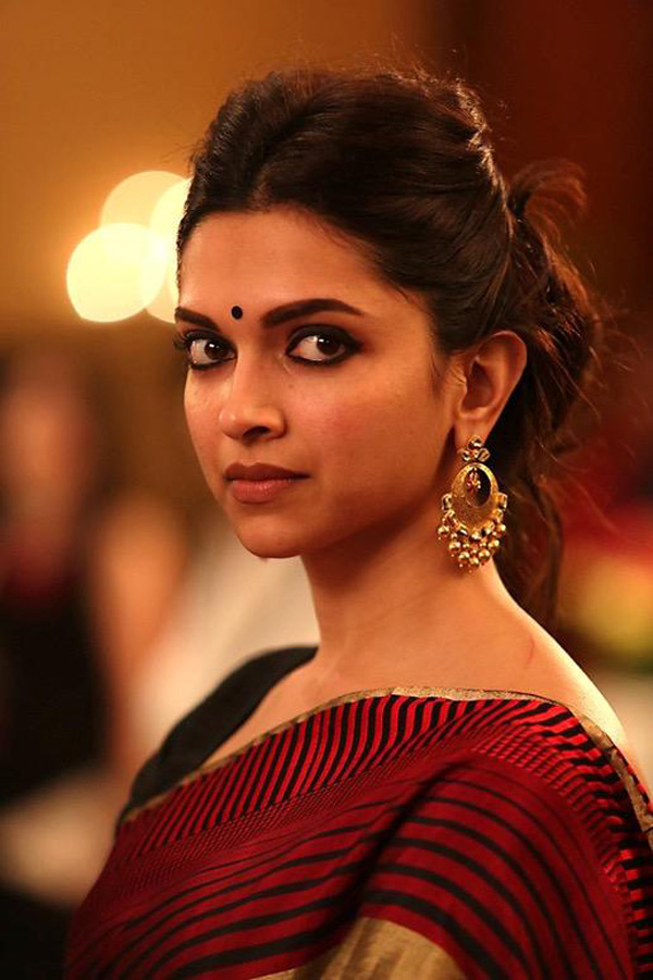 Deepika Padukone still from Piku