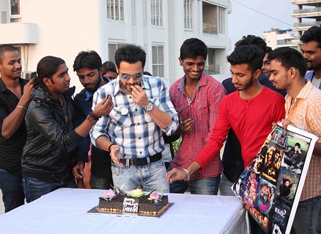 Emraan Hashmi celebrates his birthday with fans