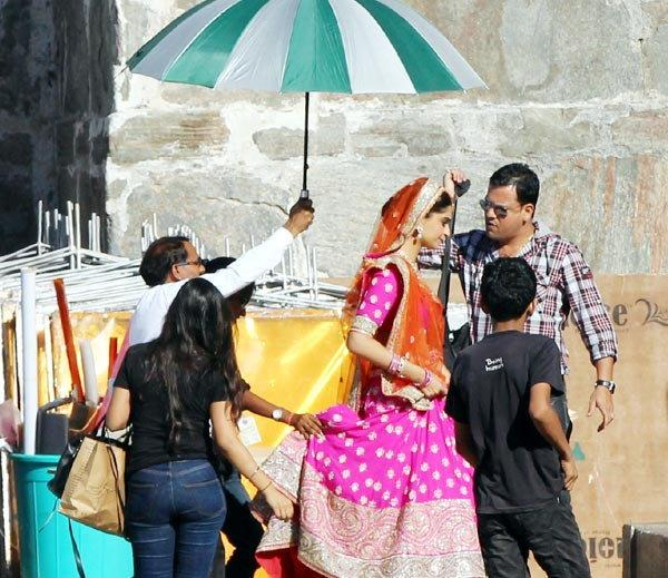 Sonam Kapoor on the sets of Prem Ratan Dhan Payo
