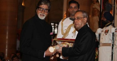 Amitabh Bachchan receiving Padma Vibhushan from President Pranab Mukherjee at Rashtrapati Bhawan