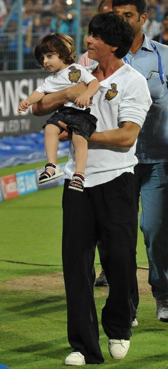 SRK with son AbRam at Eden Gardens