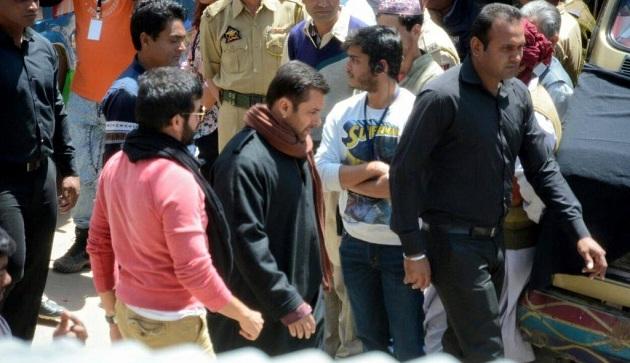 Salman Khan, Kabir Khan Bajrangi Bhaijaan on location