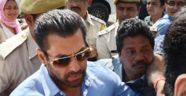 Salman Khan out side Jodhpur court