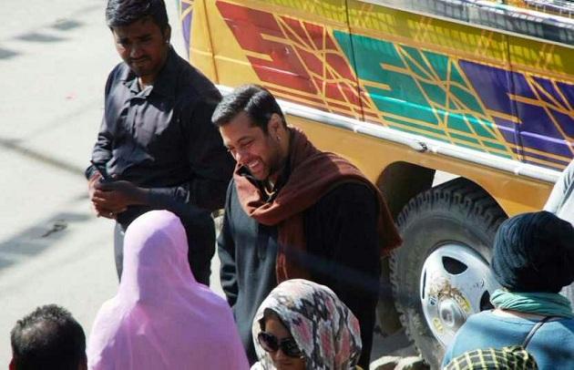 Salman Khan talking with his fan