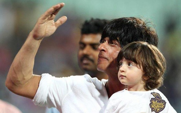 Shahrukh Khan, AbRam cheer for Kolkata at Eden Gardens