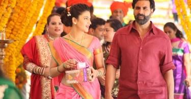Shruti Haasan, Akshay Kumar still from Gabbar Is Back