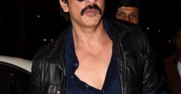 SRK snapped at the airport heading to Bulgaria for Dilwale shoot