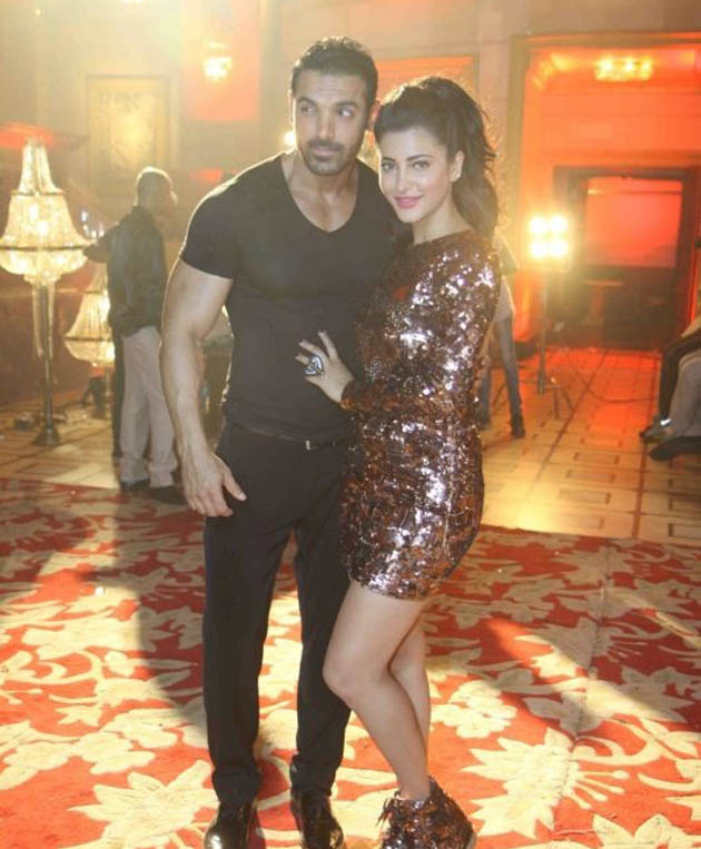 John Abraham, Shruti Haasan shooting for Welcome Back song sequence
