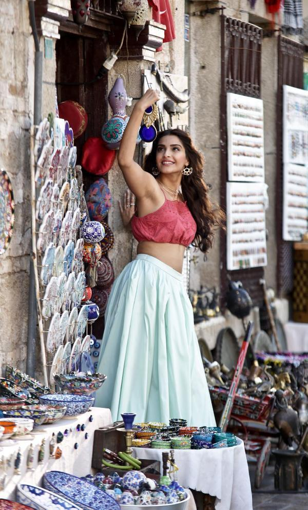 Sonam Kapoor - Dheere Dheere