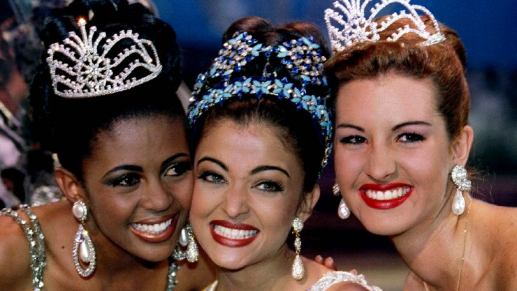 Miss South Africa Basetsane Julia Makgalemele (L), Miss India Aishwarya Rai (C) and Miss Venezuela I..