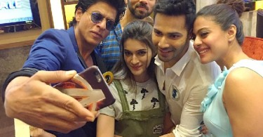 SRK selife with Dilwale Team