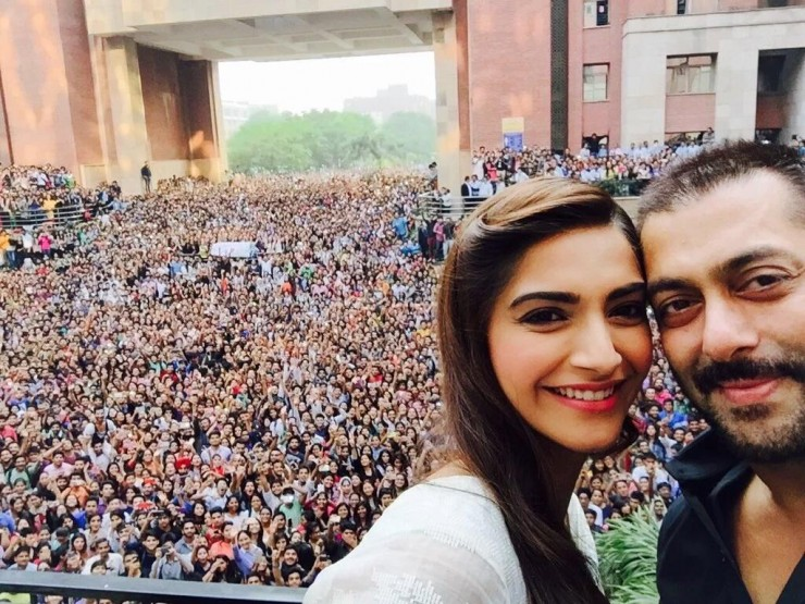 Salman Khan and Sonam Kapoor at H-Block, Amity University ,Noida. Image Courtesy: Indicine.com