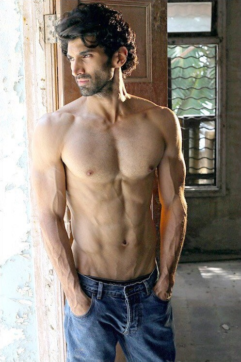 Aditya Roy Kapur S Ripped Physique In Fitoor Photos