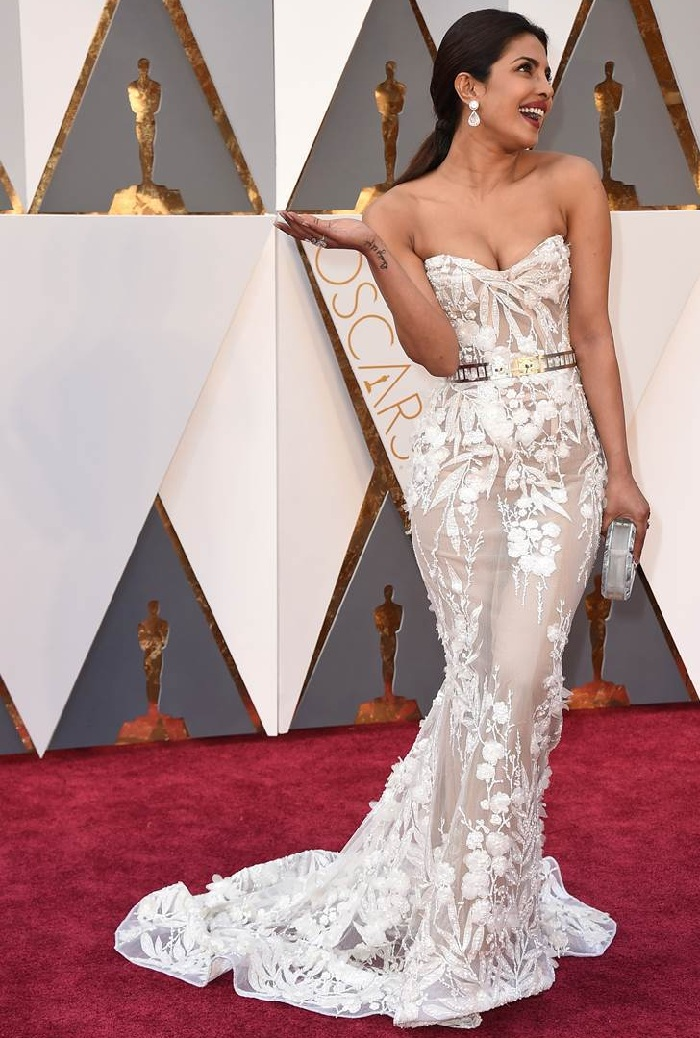 Priyanka Chopra Hot Look at Oscars 2016