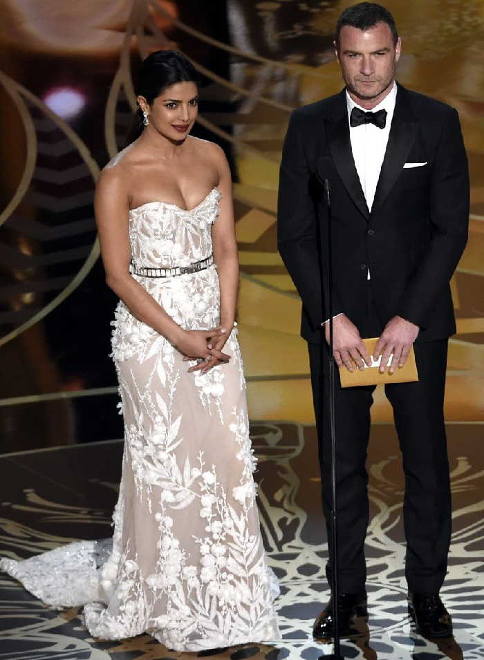 Priyanka Chopra stunning look at Oscars 2016