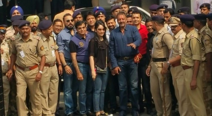 Emotional Sanjay Dutt with wife and children: Photos