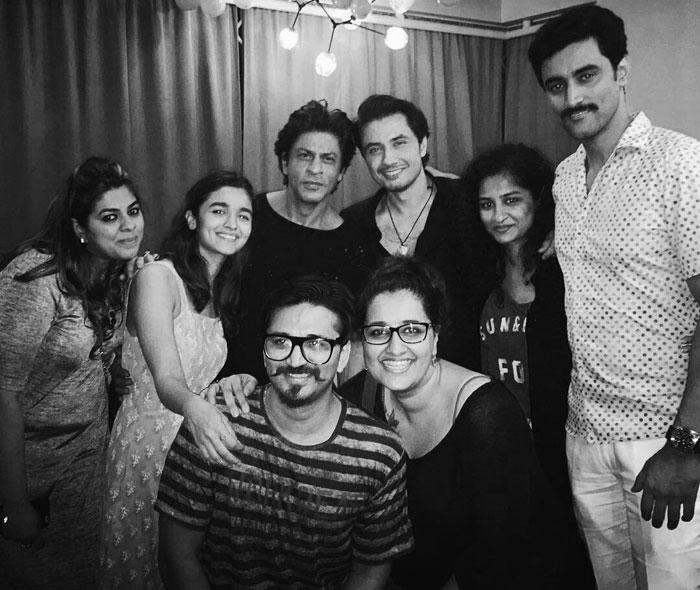 Shahrukh Khan and Alia Bhatt with Dear Zindagi Team
