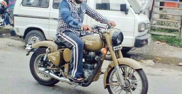 Salman Khan riding Royal Enfield bike during the shoot of Tubelight in Manali