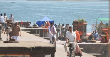 Akshay Kumar and Radhika Apte shoot for a song in Maheshwar for PadMan