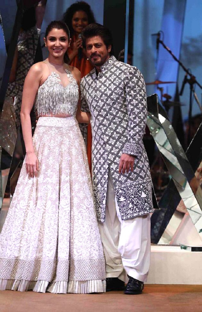 SRK and Anushka walk for Manish MalhotraSRK and Anushka walk for Manish Malhotra