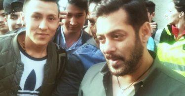 Salman Khan with a fan in Austria - Tiger Zinda Hai