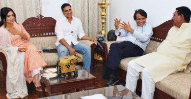 Suresh Prabhu meets Akshay, Bhumi