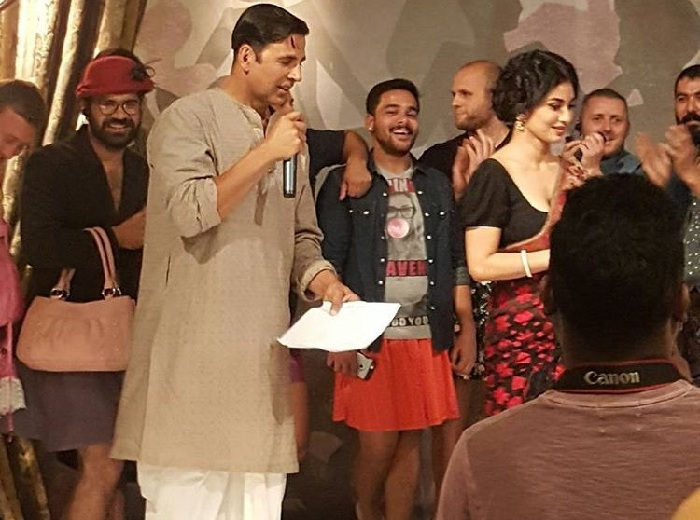 Akshay Kumar, Mouni Roy on the sets of Gold