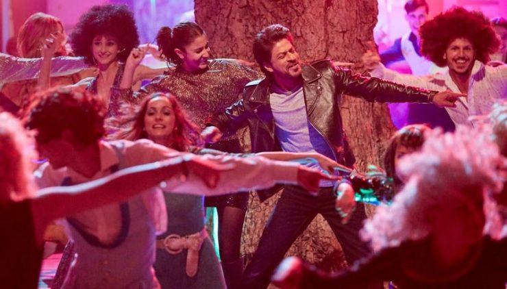 Beech Beech Mein Song Still - SRK, Anushka