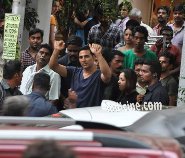 Akshay Kumar Thuppakki Hindi Remake Pistol on location