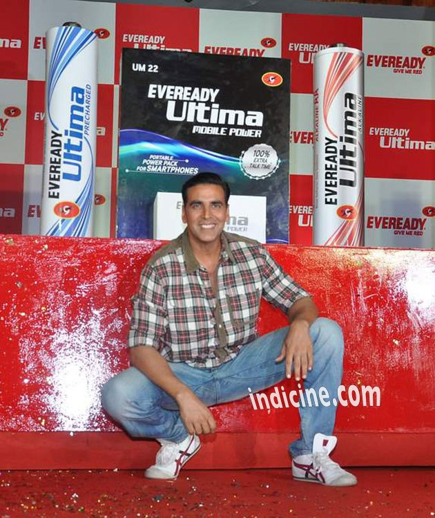 Akshay Kumar smiling pose at the launch of Eveready Ultima Mobile Power