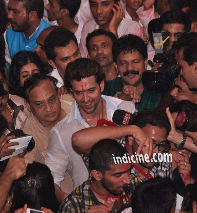 Hrithik Roshan surrounded by media personnel