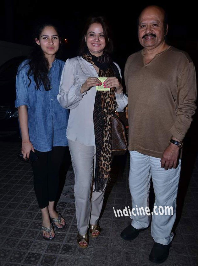Rajesh Roshan with wife and daughter Pashmina