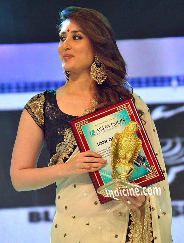 Kareena Kapoor - Asia Vision Awards in Dubai