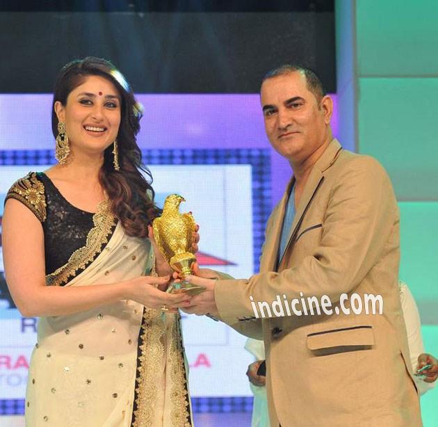 Kareena at Asia Vision Awards in Dubai