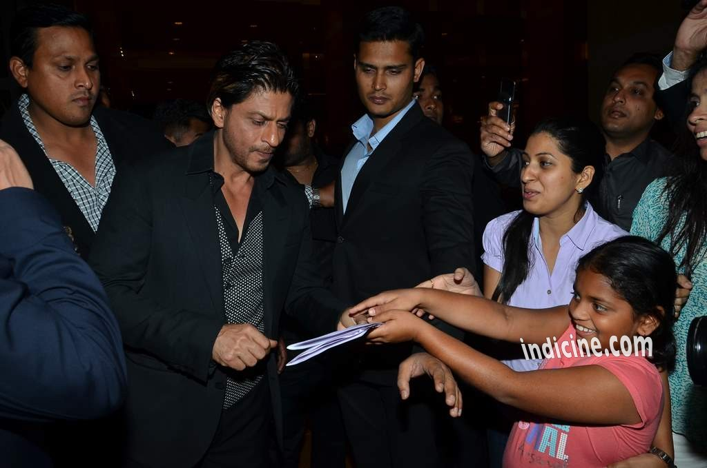 Shahrukh Khan with fans