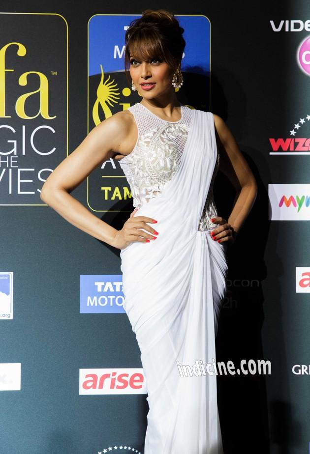 Bipasha Basu at IIFA Awards Green Carpet