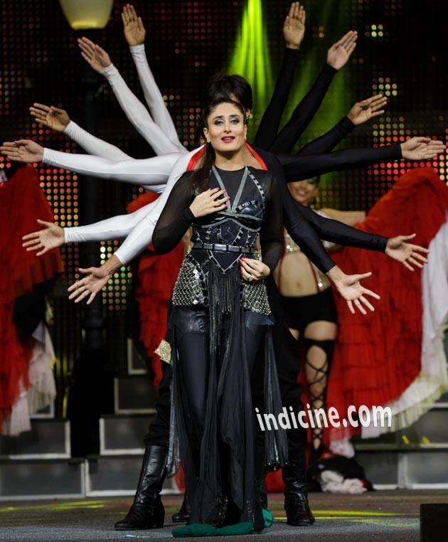 Kareena Kapoor performs at IIFA awards